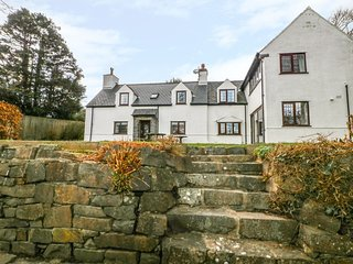 LLEFERIN, spacious interior, pet friendly, five bedrooms, in Abersoch