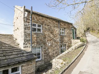 HOBSON'S COTTAGE, pet-friendly, with a garden, near Reeth, Ref 977819