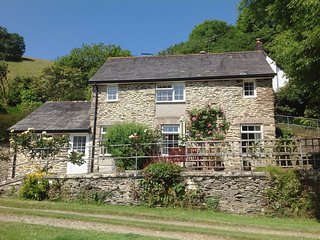BARN COTTAGE, pretty, detached stone cottage with superb valley views. Looe 3 mi