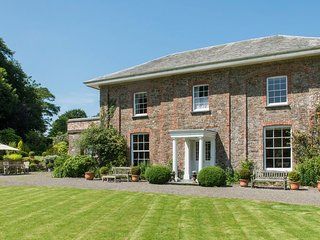 PARNACOTT, elegant 5* Georgian house in 12 acres of grounds, sleeping 14. Holswo
