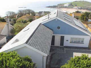 AVOCET, magnificent detached contemporary house 200 yards from the beach, with h