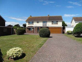 FOXHOLES, detached family house with games room and sea views in popular seaside