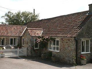MAGNOLIA COTTAGE, stylish detached cottage with wood burning stove. Midsomer Nor