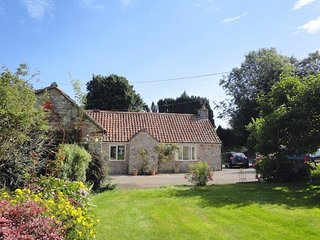 MAGNOLIA COTTAGE, stylish detached cottage with wood burning stove. Midsomer