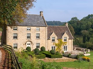 WEEK FARM, elegant Georgian manor house with hot tub in 98 acres of grounds and
