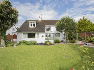 WHITEWAYS, lovely detached family house close to beaches and family friendly att