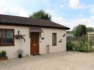 LITTLE ARRISH, smart single storey cottage close to Dartmoor and Devon coast