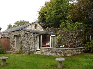 BURHAM BARN, sweet, single storey cottage in 25 acres of grounds. Yelverton 1.5