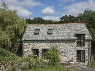 THE BOTHY, detached cottage with wood burning stove in pretty Dartmoor village