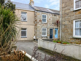 MYRTLE COTTAGE, 21 FLORENCE PLACE, homely retreat, perfect for a small family