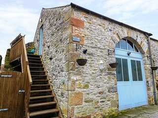 THE OLD BAKERY BARN, barn conversion, open-plan, centre of Youlgreave, Ref