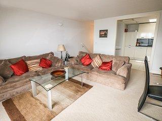 24 RHODEWOOD HOUSE, open plan, balcony, pleasant views, in Saundersfoot