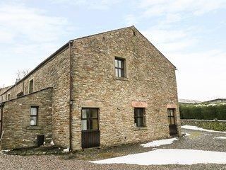 1 THE BARN, barn conversion, en-suites, valley views, Ref 973596