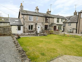 LIMESTONE COTTAGE, multi fuel stove, period cottage. Ref: 972562