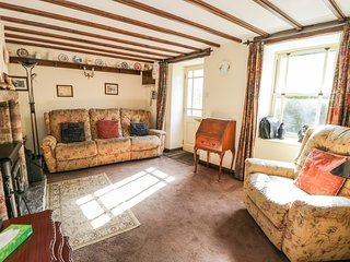STONECROFT, 18th century cottage, pet friendly, wi-fi. Ref: 972350