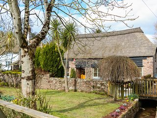 MEADOW THATCH, exposed beams, Sky Q, WiFi, near Torquay, Ref. 971936