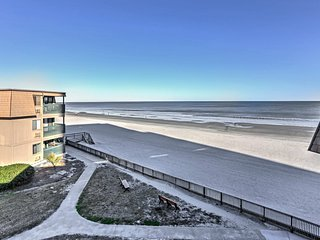 Oceanfront Myrtle Beach Condo-9.5 Mi to Boardwalk!