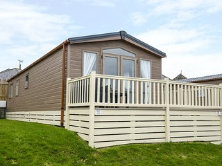 HOLIDAY HOME 2, single-storey lodge, parking, on holiday park with facilities, i