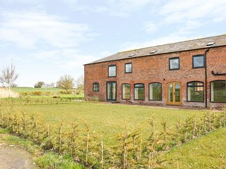 SPINNEY VIEW, barn conversion, open-plan, wooden beams, Ref 962452