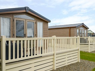 HOLIDAY HOME 4, single-storey lodge on a superb holiday park, three bedrooms, sw