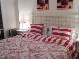Acogedor y amplio apartamento de un dormitorio a 100 de la playa