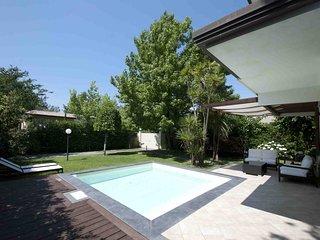 Villa Bianca 7 Pax with pool close to sea, located in Forte Dei Marmi