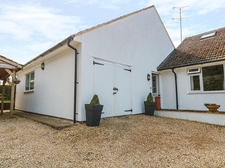 HILLCREST, semi-detached, en-suite, WiFi, off road parking, garden, in