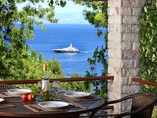 Villa Violetta with fantastic views over the open Ionian Sea