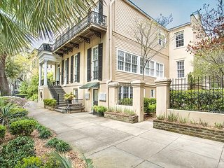 Stay Lucky in Savannah: Garden home on Jones Street across from Clary's!