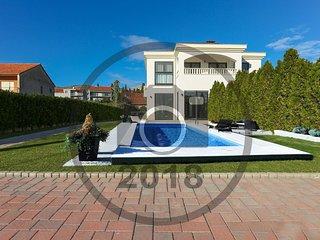 4 bedroom Villa in Ciovo, Splitsko-Dalmatinska Zupanija, Croatia : ref 5604308