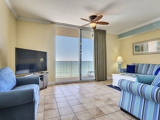 Unique condo walking distance to PIER PARK!~FREE Beach chairs & Activities!