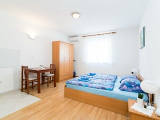 Rooms Barbara & Petar - Studio Apartment with Sea View