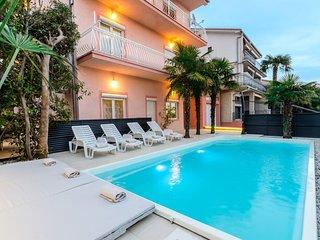 Private suites Crikvenica 5561 3-room-suite