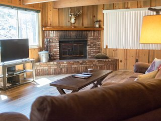 Rustic Cabin & Hot Tub, Close to Lake and Village! 2 Wood Fireplaces & 3 Decks!