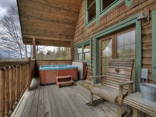 1 Bedroom Cabin with Privacy and Beautiful Views, close to Pigeon Forge