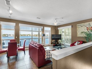 Gulf view with private beach access! Beach Chairs and Umbrella provided!