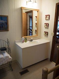 ALPINE 2ND FULL BATHROOM OFF DINING ROOM