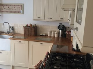 Cute Chain Ferry Cottage 2 bedroom, waters edge