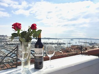 RESIDENCE BARRI-FANTASTIC-with 360 view over Cannes from the small terrace