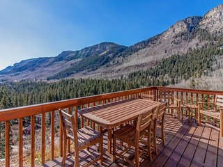 Mountain view cabin with two private decks, near Purgatory & Electra Lake!