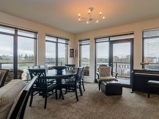 Selkirk Waterfront Luxury Condo