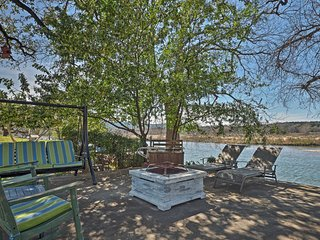 Waterfront Kingsland Home w/Fire Pit & Lake Access
