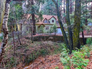 Charming, family-friendly home with wood fireplace & furnished patio - near lake