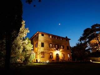 Villa Colline - 7 bedrooms, 3 story 17th Century villa with private pool