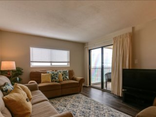 Shoreline-3 bedroom-2 bath-NEWLY RENOVATED-BEAUTIFUL UNIT