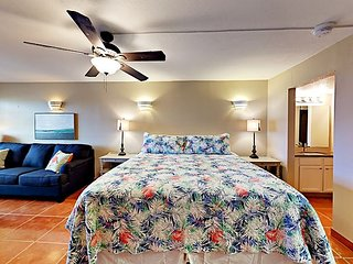 SB143: Condo with View of Gulf in the heart of old town Sleeps 4