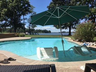 St. Michaels Area Waterfront Retreat with pier, pool, kayaks and bikes