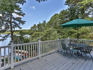 Lovely 6 bdrm Waterfront on Upper Mill Pond w/ Hot Tub Kayak, Swim from door