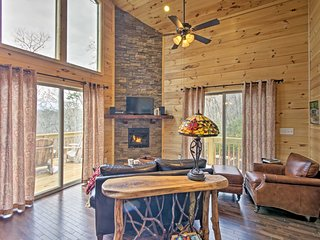 NEW! Scenic Cabin w/Hot Tub 15 Mins to Bryson City