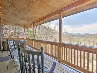 Remodeled Cabin w/ Nantahala Mtn. View & Hot Tub!